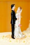 Decoración de la torta de boda de novia y del novio Foto de archivo libre de regalías