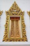 Decoración de la ventana de la escultura del templo de Tailandia. Fotografía de archivo