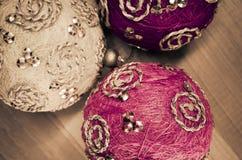 decoración de las bolas del árbol de navidad foto de archivo