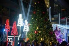 Decoración de los árboles de navidad en la celebración de la Navidad y del Año Nuevo Foto de archivo libre de regalías