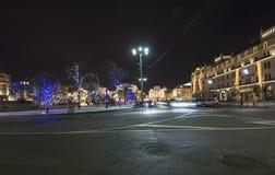 Decoración de los días de fiesta del Año Nuevo de la Navidad cerca del teatro en la noche, Moscú, Rusia de Bolshoi Imagen de archivo