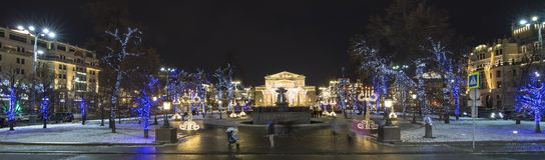 Decoración de los días de fiesta del Año Nuevo de la Navidad cerca del teatro en la noche, Moscú, Rusia de Bolshoi Fotos de archivo libres de regalías