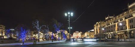 Decoración de los días de fiesta del Año Nuevo de la Navidad cerca del teatro en la noche, Moscú, Rusia de Bolshoi Imagen de archivo libre de regalías
