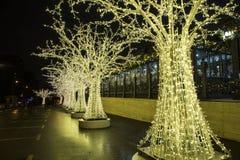 Decoración de los días de fiesta del Año Nuevo de la Navidad en Moscú en la noche, Rusia Imágenes de archivo libres de regalías