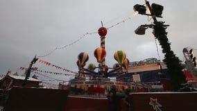 Decoración de los días de fiesta del Año Nuevo de la Navidad, Plaza Roja en Moscú, Rusia almacen de video