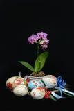 Decoración de los huevos de Pascua hecha a mano Foto de archivo libre de regalías