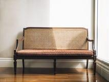 Decoración de los muebles del hogar del banco del estilo del vintage Fotografía de archivo
