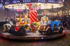 Decoración de los niños carrusel y de la Navidad durante el advenimiento adentro Imágenes de archivo libres de regalías