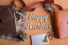 Decoración de lujo del día de fiesta en la tabla de madera con Feliz Año Nuevo de la palabra Imagen de archivo libre de regalías