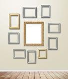 Decoración de madera de oro del capítulo en el papel pintado con la llamarada ligera Imagen de archivo