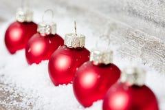Decoración de Navidad con las bolas rojas Imágenes de archivo libres de regalías