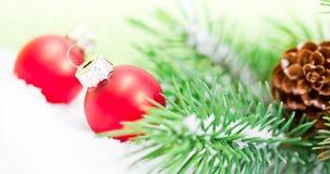 Decoración de Navidad con las bolas rojas Fotografía de archivo
