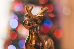 Decoración de oro de la Navidad del reno Foto de archivo libre de regalías