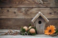 Decoración de Pascua con los huevos Imagen de archivo libre de regalías