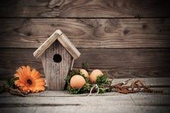 Decoración de Pascua con los huevos Foto de archivo libre de regalías