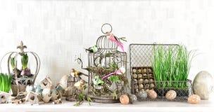 Decoración de Pascua con los huevos, los pájaros y el birdcage Imagen de archivo libre de regalías