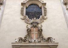 Decoración de piedra antigua de la pared del edificio en Pisa Fotografía de archivo
