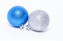 Decoración de plata y azul de la Navidad Imágenes de archivo libres de regalías