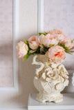 Decoración de ramos florales en interior Imagen de archivo