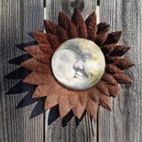 Decoración de Rusty Sunburst y de la luna imagenes de archivo