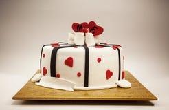 Decoración de una torta del aniversario fotografía de archivo
