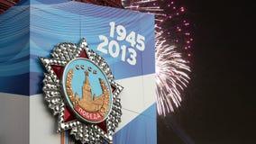 Decoración de Victory Day en la Plaza Roja y los fuegos artificiales, Moscú, Rusia almacen de video