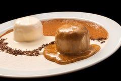 Decoración de Yin Yang del helado del chocolate y de vainilla imagen de archivo