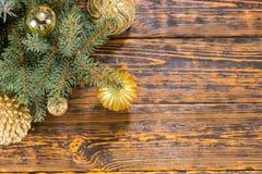 Decoración decorativa de la esquina de la Navidad en oro Foto de archivo libre de regalías