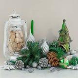 Decoración decorativa volumétrica de la Navidad de la composición en fondo ligero Foto de archivo
