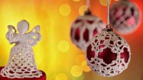 Decoración del ángel de la Navidad y chucherías hermosas metrajes