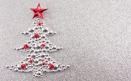 Decoración del árbol de navidad con el fondo de plata del brillo Foto de archivo