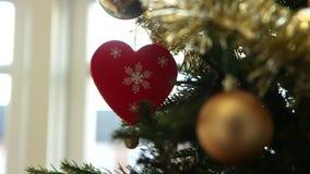 Decoración del árbol de navidad del corazón almacen de video