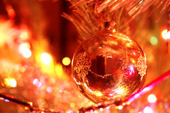 Decoración del árbol de navidad en el árbol de navidad Imagen de archivo libre de regalías