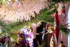 Decoración del árbol de navidad en el árbol de navidad Fotos de archivo