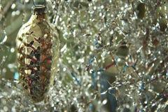 Decoración del árbol de navidad en el árbol de navidad Fotos de archivo libres de regalías