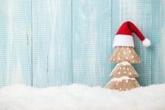 Decoración del árbol de navidad en fondo de madera Imágenes de archivo libres de regalías