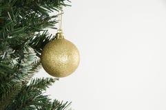 Decoración del árbol de navidad y del oro Fotos de archivo libres de regalías