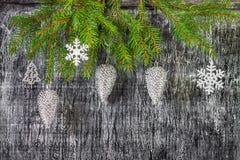Decoración del árbol del abeto del Año Nuevo y de la Navidad del día de fiesta Foto de archivo libre de regalías