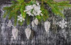 Decoración del árbol del abeto del Año Nuevo y de la Navidad del día de fiesta Foto de archivo