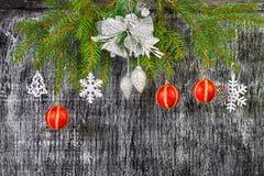 Decoración del árbol del abeto del Año Nuevo y de la Navidad del día de fiesta Fotografía de archivo