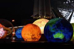 Decoración del Año Nuevo cerca del cosmos del pabellón en VDNK Fotografía de archivo libre de regalías
