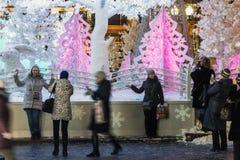 Decoración 2017 del Año Nuevo en centro de ciudad histórico del ` s de Moscú Imagen de archivo libre de regalías