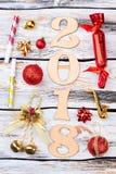 Decoración del Año Nuevo en fondo de madera Fotografía de archivo libre de regalías