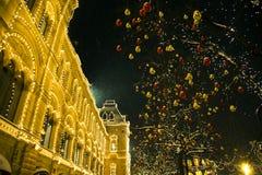 Decoración del Año Nuevo en grandes almacenes de la Plaza Roja y de la GOMA Fotos de archivo