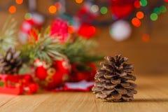Decoración del Año Nuevo en la tabla Imagenes de archivo
