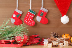 Decoración del Año Nuevo en la tabla Imágenes de archivo libres de regalías