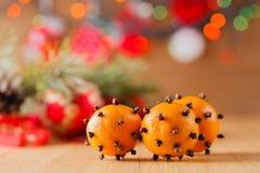 Decoración del Año Nuevo en la tabla Fotos de archivo libres de regalías