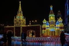 Decoración del Año Nuevo 2018 y de Christmass en las calles de Moscú Foto de archivo