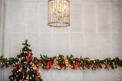 Decoración del Año Nuevo y de la Navidad del invierno en la vida grande blanca r Imágenes de archivo libres de regalías