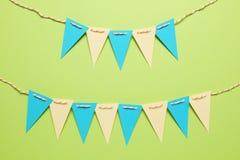 Decoraci?n del carnaval y del partido Caramelo dulce, globos, paja Fondo del cumplea?os fotografía de archivo libre de regalías